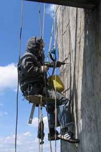 Фото работника на высоте